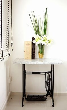 49 Trendy Ideas for sewing machine table repurposed kitchen islands Antique Sewing Machine Table, Vintage Sewing Table, Antique Sewing Machines, Singer Table, Singer Sewing Tables, Diy Home Furniture, Recycled Furniture, Diy Bedroom Decor, Repurposed