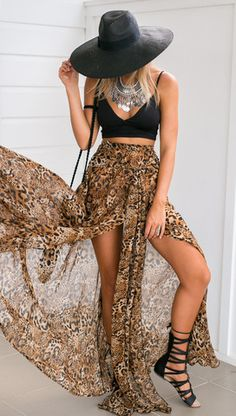 The Wild Animal Maxi Skirt is this seasons hottest must have piece! Pair this statement skirt with a black crop and strappy tan heels for a sassy look! Estilo Folk, Estilo Hippie, Cute Casual Outfits, Chic Outfits, Fashion Outfits, Fashion Clothes, Girl Outfits, Bohemian Style Clothing, Hippie Style