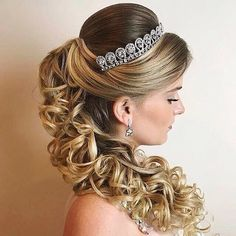 It can be quite a difficult situation so that you can decide the hairstyle to your your personal situation therefore we are providing a brief account of the best wedding hairstyles that can never go out of fashion. Best Wedding Hairstyles, Bride Hairstyles, Pretty Hairstyles, Easy Hairstyles, Quinceanera Hairstyles, Little Girl Hairstyles, How To Make Hair, Bridal Hair, Hair Inspiration
