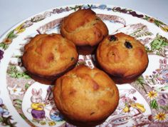 For an easy-to-make, easy-to-eat bread, muffins are among the best, and this recipe for gluten-free applesauce nut muffins is also dairy-free and low in...