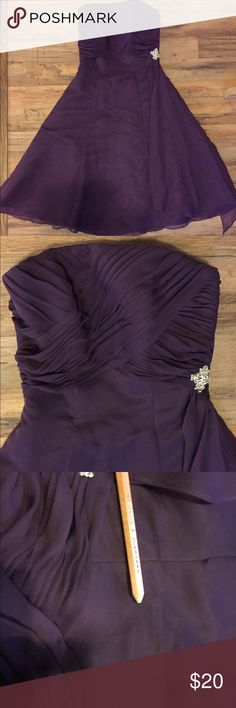 Saison Blanche plum bridesmaid dress SB Boutique Bridesmaid Dress - strapless with rhinestone bead detail at waist. Size 4 Plum color. Chiffon. Needs to be dry cleaned. Sold as is Dresses Strapless