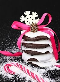Traditional German Christmas Cake Recipes (for Christmas Around the World Pack Meeting) German Christmas Food, German Christmas Traditions, Christmas In Germany, Christmas Candy, Christmas Desserts, Christmas Cookies, Homemade Desserts, Homemade Cakes, Sweet Desserts