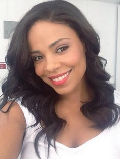 """Sanaa Lathan – 43 – Here's to another year of making the new Really looking forward to """"The Perfect Guy"""" with your """"The Best Man Holiday"""" co-star … Weave Hairstyles, Cool Hairstyles, Sanaa Lathan, Loose Waves Hair, Wavy Hair, Hair Products Online, Wigs For Black Women, Beautiful Black Women, Beautiful Smile"""
