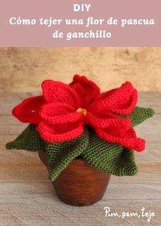 Amigurumi para o Natal: 31 Enfeites Lindos para se Inspirar - cosmetics Crochet Home, Knit Crochet, Chrochet, Poinsettia, Crochet Christmas Decorations, Christmas Ornaments, Crochet Animals, My Flower, Crochet Flowers
