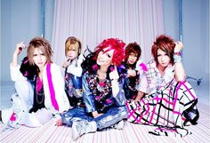 Oshare Kei is similar to Visual Kei, but tends to be brighter and more lighthearted.