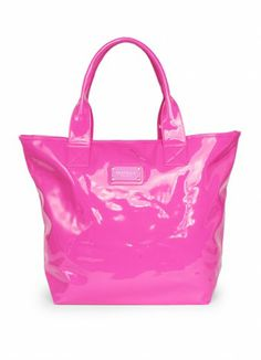 Not only does this bag match my towel but the pink looks amazing with the yellow on the bathers! <3