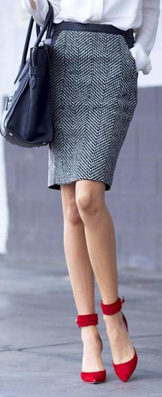 j crew skirt & heels. Love the shoes! Corporate Fashion, Office Fashion, Work Fashion, Fashion Details, Fashion Ideas, Fashion Outfits, Fall Office Outfits, Traje Casual, Look Formal
