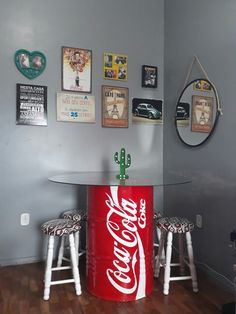 Mesa de jantar feita com tambor.