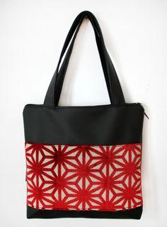 Bolso negro y estrellas rojas_ref.178 / Cosas de tt - Artesanio