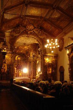 Foto tirada do altar em ouro, da Matriz de Santo Antônio, Tiradentes, Minas Gerais.