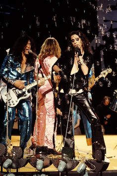★ GLAM IDOLS ★ - Alice Cooper on Top Of The Pops – 1972