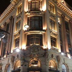O CCBB São Paulo ocupa o prédio construído em 1901 na Rua Álvares Penteado, 112, esquina com a Rua da Quitanda. A construção foi inteiramente reformada para abrigar o CCBB São Paulo. Os elementos originais foram restaurados, mantendo assim as linhas que o tornam um dos mais significativos exemplos da arquitetura do início do século.