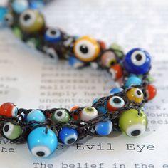 Collana malocchio - lavorata a mano da filati in Nylon nero con perline di vetro colorate malocchio