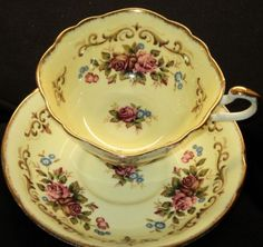 Paragon ANTIQUE TAPESTRY ROSE Tea cup and saucer YELLOW