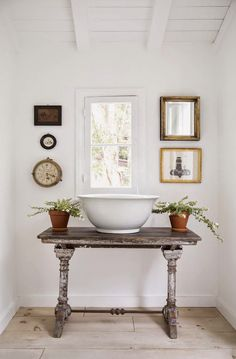 LOVELY NOOK IN REAR HALL!!!