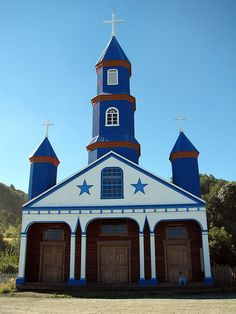 Church of Tenaún in Dalcahue on the Chiloe Archipelago, Chile Church Architecture, Modern Architecture, Monuments, Architecture Religieuse, Easter Island, Old Churches, Church Building, Chapelle, Place Of Worship