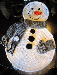 Crochet Snowman Placemats (or sew onto a blanket) Crochet Placemat Patterns, Christmas Crochet Patterns, Holiday Crochet, Crochet Home, Crochet Crafts, Yarn Crafts, Knit Crochet, Knitting Patterns, Yarn Projects