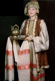 Tatar costume beginnings of V mid XIX century. Young urban woman