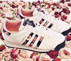 Also Adidas Schuhe sind ja so ne Sache ... Manche sind echt zum Niederknien aber manche ... Naja da geht man dann lieber weiter   Aber ich habe selber welche und die zieh ich echt gerne an :) Xx