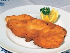 Best of Austria food : the Wiener Schnitzel ! Veal Recipes, Fish Recipes, Paleo Recipes, Cooking Recipes, Austrian Recipes, Italian Recipes, Weiner Schnitzel, Austria Food, Veal Scallopini