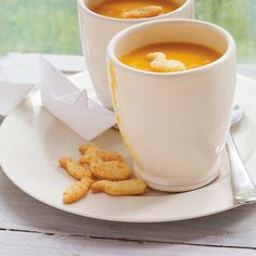 Ricardo - to freeze. Cream of Carrot Soup (no cream, just carrots and potatoes). Gourmet Recipes, Soup Recipes, Cooking Recipes, Healthy Recipes, Delicious Recipes, Vegetarian Recipes, Cheap Clean Eating, Clean Eating Snacks, Cream Of Carrot Soup Recipe