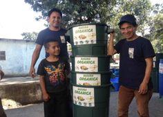 En la aldea Cerro de Oro Amigos del lago de Atitlán está llevando a cabo un plan piloto donde se separa la basura en orgánico y no orgánico desde los hogares. El plan incluye 400 familias, todas las escuelas, iglesias y tiendas de la aldea.