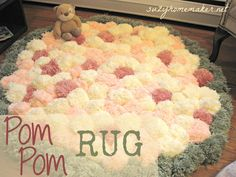 A tutorial explaining how to make a pom pom rug and what equipment to use. Pom Pom Mat, Diy Pom Pom Rug, Pom Pom Crafts, Pom Poms, Baby Nursery Diy, Nursery Rugs, Diy Baby, Paisley Nursery, Babies Nursery
