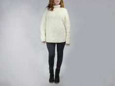 Wełniany robiony na drutach duży sweter. Cały w warkocze. rozm. 38-44