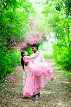 Indian Wedding Couple Photography, Wedding Couple Photos, Wedding Photography Poses, Wedding Couples, Pre Wedding Poses, Pre Wedding Shoot Ideas, Couple Photoshoot Poses, Pre Wedding Photoshoot, Wedding Photo Inspiration