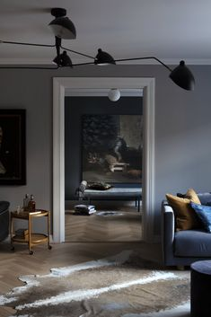 Dark shades in design have been very popular lately, and now they are used not only in modern loft spaces or bachelor pads but often in the design of ✌Pufikhomes - source of home inspiration Studio Apartment Layout, Small Studio Apartments, Small Apartment Living, Studio Apartment Decorating, Apartment Interior Design, Modern Apartments, Living Rooms, Mood Of The Day, Minimalist Apartment