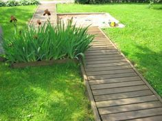 To Build A Pathway Across A Lawn How To Build A Pathway Across A Lawn Or Build a Floating Deck. (I so want to do this in my future yard)How To Build A Pathway Across A Lawn Or Build a Floating Deck. (I so want to do this in my future yard) Patio Pergola, Backyard Patio, Backyard Landscaping, Backyard Projects, Outdoor Projects, Garden Projects, Garden Ideas, Wooden Pathway, Wood Walkway