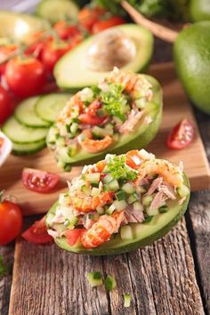 Avocado raw vegetables tuna prawns a nice entree summer freshness and holiday recipes cooking and dishes Source by alonsomichele Avocado Recipes, Snack Recipes, Healthy Snacks, Healthy Recipes, Raw Vegetables, How To Make Salad, Summer Recipes, Food And Drink, Appetizers