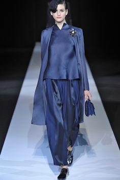 un inno al blu elettrico da parte di Giorgio Armani nella collezione primavera/estate 2013