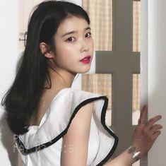 Girl Photo Poses, Girl Photos, Kpop Girl Groups, Kpop Girls, Stan Lee, Just Girl Things, Korean Celebrities, Pretty Pictures, My Idol