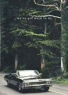 Whoever said cars aren't sexy, take a look at the 67 Impala… with Dean Winchester. Impala 67, 1967 Chevy Impala, Chevrolet Chevelle, Supernatural Impala, Supernatural Wallpaper, Supernatural Bloopers, Supernatural Tattoo, Supernatural Imagines, Supernatural Pictures