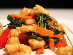 Spicy+Prawn+Stir+Fry Healthy Family Meals, Healthy Snacks, Prawn Stir Fry, Spicy Prawns, Dinner Box, Stir Fry Recipes, Pasta Salad, Delicious Desserts, Seafood