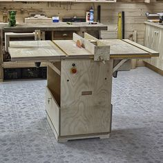 Need a workbench solution for a small workshop? The portable workshop from the…