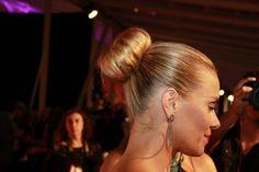Detalhe do penteado de Carolina Dieckmann