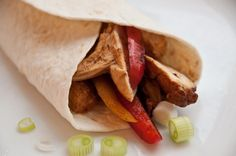 Simple and quick Chicken Fajitas. for when you need to get dinner on the table in a hurry! {via Tasty Gardener} Turkey Recipes, Mexican Food Recipes, Ethnic Recipes, Grilled Chicken Fajitas, I Grill, Canadian Food, Sore Eyes, Tex Mex, How To Cook Chicken