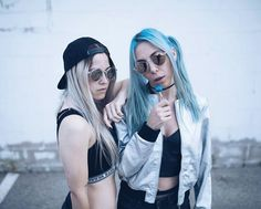 Gio y paula Baena Best Friends Shoot, Best Friend Poses, Ft Tumblr, Tumblr Girls, Teen Pictures, Tumblr Photography, The Most Beautiful Girl, Blue Aesthetic, My Girl