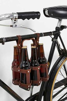 Fyxation Bike Holder – Stone Brewing Fyxation Bike Holder If only I had a bike to carry all my craft beer home. Velo Retro, Velo Design, Craft Bier, Bicycle Accessories, 6 Packs, Leather Working, Leather Craft, Brewery, Urban Outfitters