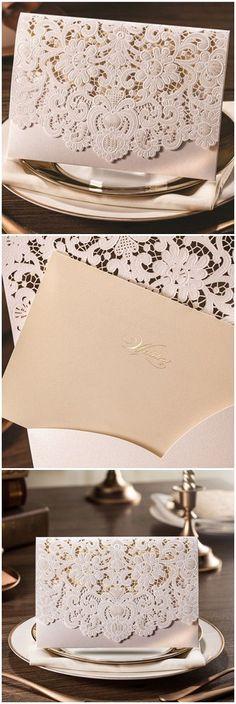 Invitaciones de boda elegantes con corte láser en blanco perlado y dorado estilo bolsillo (BYWWS011).