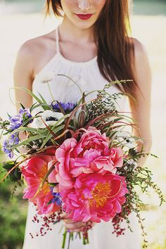 bohemian bridal style - bouquet by Ashlilium, dress by BHLDN, photo by Erik Clausen | junebugweddings.com