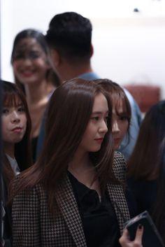 Posts about f(Krystal) written by hearteumi Krystal Fx, Jessica & Krystal, Krystal Jung Fashion, Girls Foto, Movie Stars, Superstar, Singer, Fashion Outfits, Couple Photos