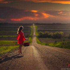 Be Mine by Jake Olson Studios Photography Girl Photography, Creative Photography, Pretty Photos, Foto Pose, Senior Pictures, Beautiful Images, Lady In Red, Country Roads, Photoshoot