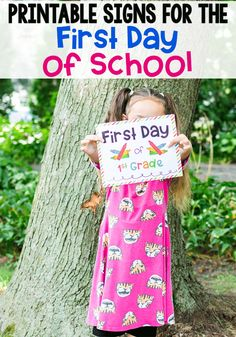 Grab these cute free printable first day of school signs for a great photo op for back to school. The #Kindergarten #preschool #elementary #freeprintable #BTS #BTS2018 #BTS2019 photoprop Preschool Learning Activities, Preschool Kindergarten, Teaching Kids, Preschool Ideas, Engage In Learning, Fun Learning, First Day School, School Signs, Schools First