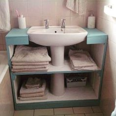 Creative craft decors for tiny spaces?Creative craft decors for tiny spaces? Diy Bathroom Storage, Craftsman Home Interiors, Diy Furniture, Small Bathroom Decor, Home Decor, Small Bathroom, Apartment Decor, Green Room Decor, Bathroom Decor