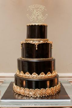 big wedding cakes Perfectly smooth black and gold wedding cake by Palermos Custom Cakes amp; Black Wedding Cakes, Elegant Wedding Cakes, Cool Wedding Cakes, Beautiful Wedding Cakes, Gorgeous Cakes, Pretty Cakes, Amazing Cakes, Gold Wedding, Black Weddings