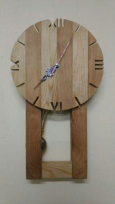 El yapımı sarkaçlı ahşap saat