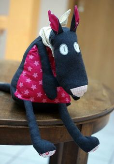 love the character of this little guy. Fabric Animals, Sock Animals, Sewing For Kids, Baby Sewing, Softies, Plushies, Plush Horse, Coin Couture, Woodland Critters